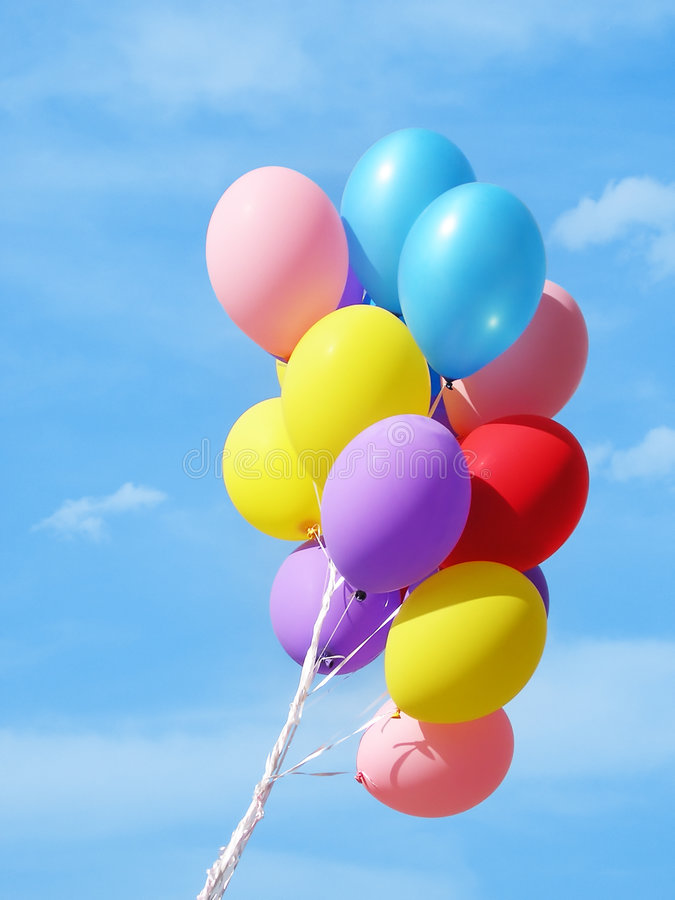 Kleurrijke Ballons tegen hemel stock fotografie