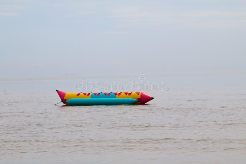 Kleurrijke banaanboot stock afbeelding