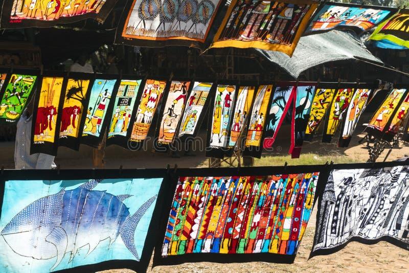 Kleurrijke batic schilderijen met traditionele Afrikaanse patronen stock afbeelding