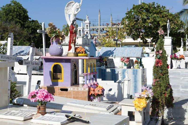 Kleurrijke begraafplaats in Isla Mujeres, Mexico royalty-vrije stock fotografie