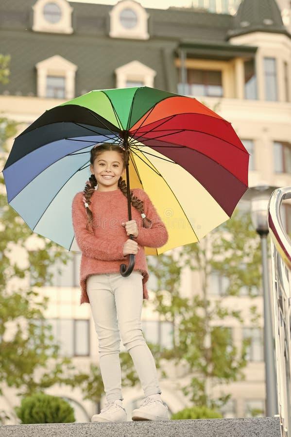 Kleurrijke bijkomende positieve invloed Heldere paraplu Positief en optimistisch verblijf Alles beter met mijn paraplu royalty-vrije stock afbeelding