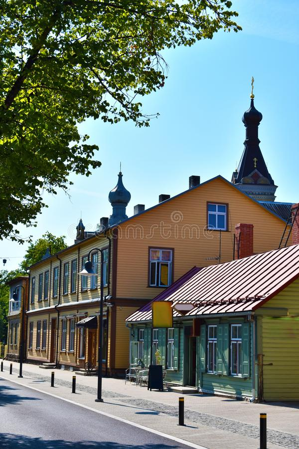 Kleurrijke blokhuizen in Tallinn stock afbeelding