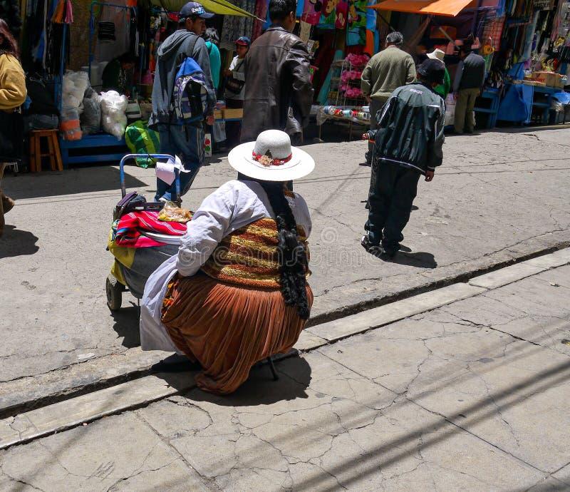 Kleurrijke Boliviaanse bazaar in La Paz, Bolivië stock fotografie