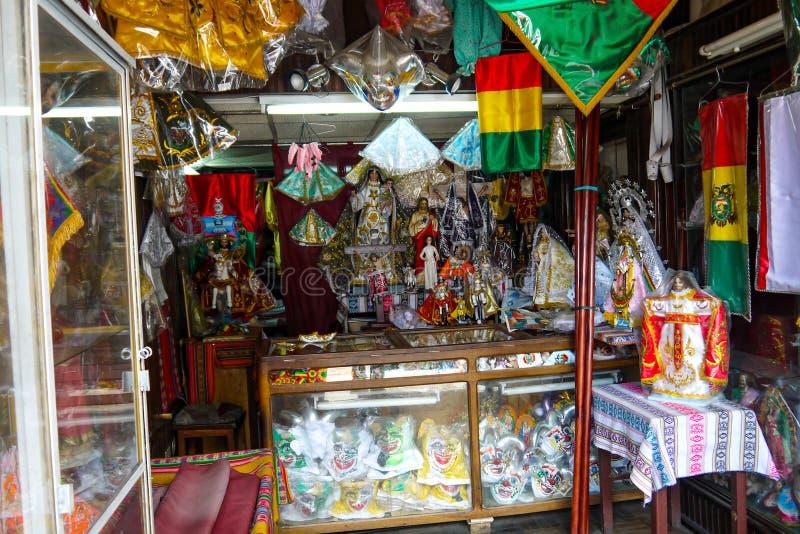 Kleurrijke Boliviaanse bazaar in La Paz, Bolivië stock afbeelding