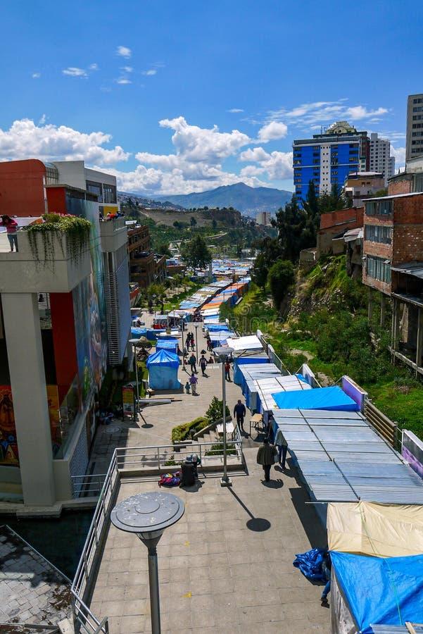 Kleurrijke Boliviaanse bazaar in La Paz royalty-vrije stock afbeelding