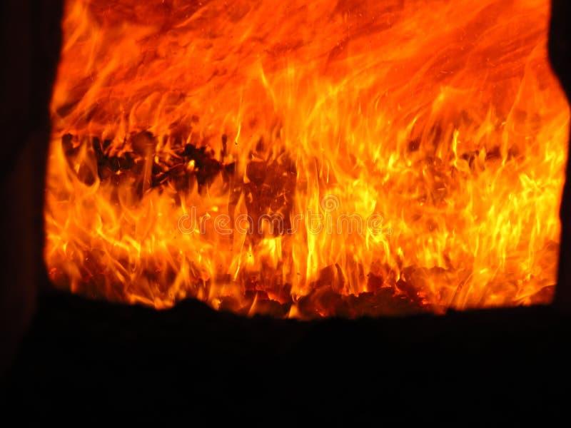Kleurrijke brand in een industriële oven stock afbeeldingen