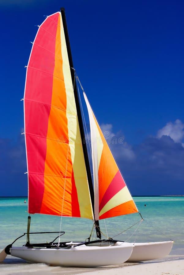 Kleurrijke Catamaran op het strand stock foto's