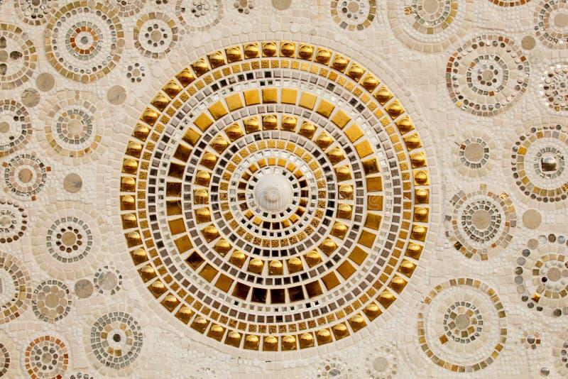 Kleurrijke ceramische die patroondecoratie met kiezelstenen van pebbl worden gemaakt stock foto's