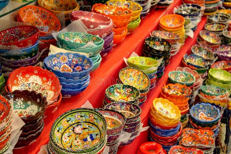 Kleurrijke ceramische kom royalty-vrije stock foto's