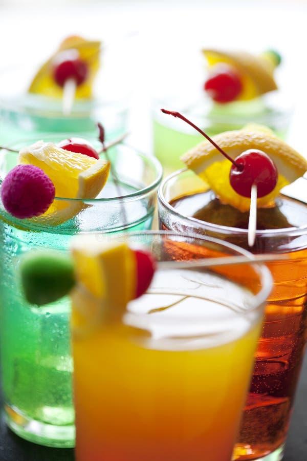 Kleurrijke cocktails stock fotografie