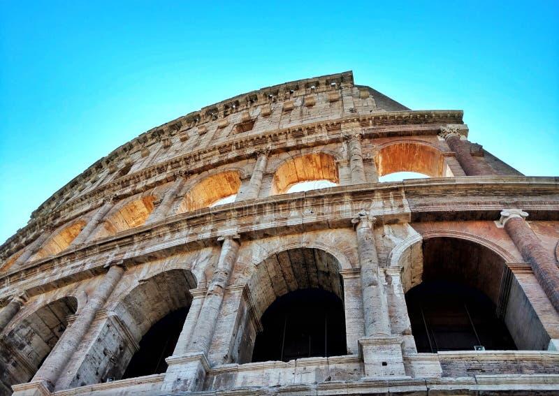 Kleurrijke Colosseum in daglicht royalty-vrije stock foto's