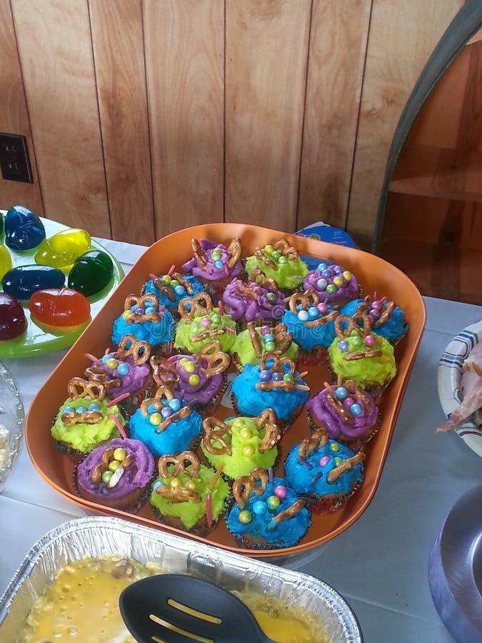 Download Kleurrijke cupcakes stock afbeelding. Afbeelding bestaande uit purper - 54085619