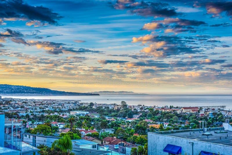 Kleurrijke dageraad in Hermosa-Strand stock afbeeldingen