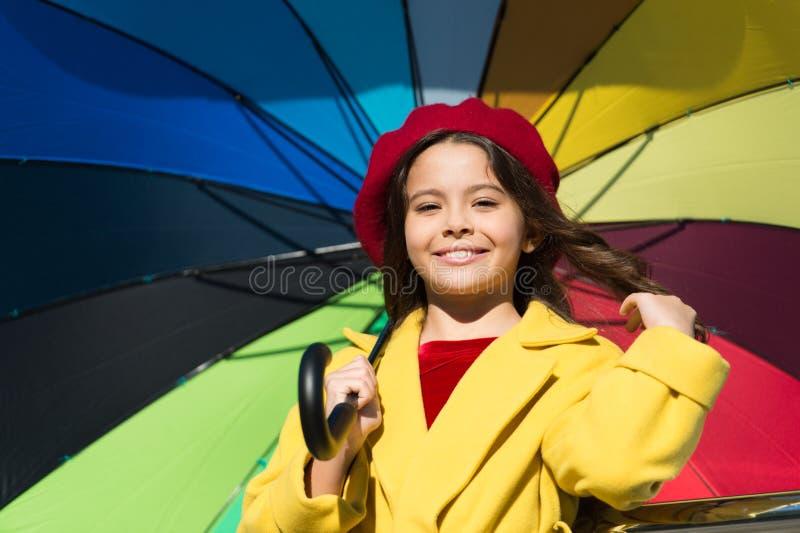 Kleurrijke dalings bijkomende positieve invloed De manieren helderen uw dalingsstemming op Ontmoet het lange klaar haar van het m stock foto