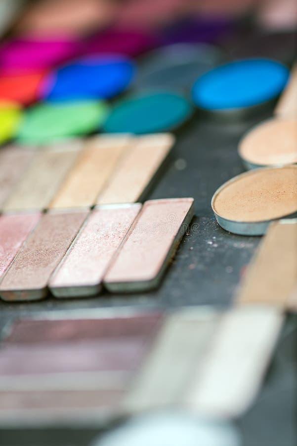 Kleurrijke de oogschaduwpaletten van de samenstelling stock foto's