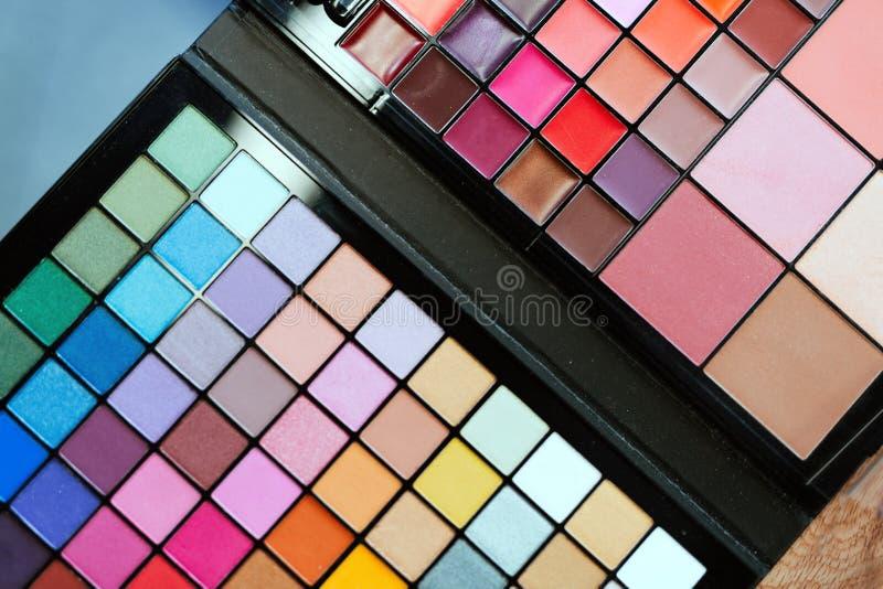 Kleurrijke de oogschaduwpaletten van de samenstelling stock afbeeldingen