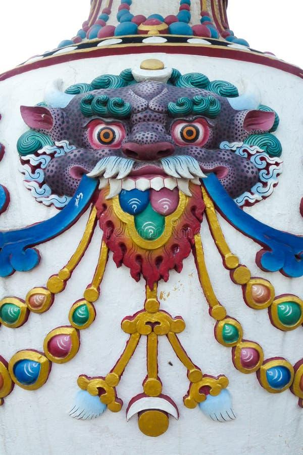 Kleurrijke decoratie en gravures bij Boudhanath-stupa, Katmandu, Nepal stock foto's