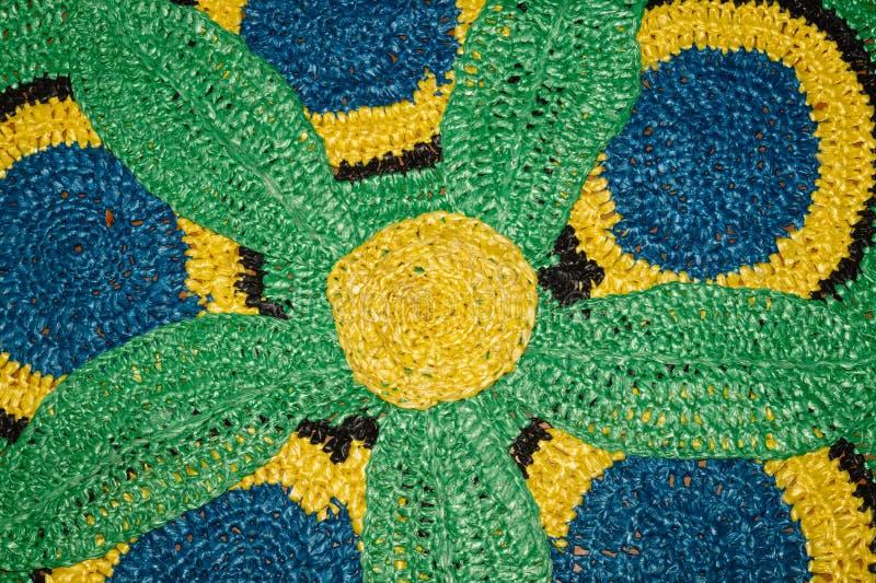 Kleurrijke deken van gerecycleerd materiaal met de hand gemaakte gerecycleerde textiel Hergebruiksconcept royalty-vrije stock foto's