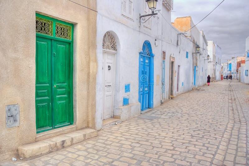 Kleurrijke deuren van medina Kairouan royalty-vrije stock fotografie