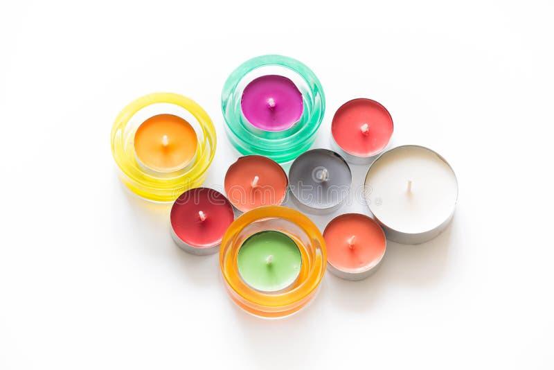 Kleurrijke die kaarsen op witte achtergrond worden geïsoleerd royalty-vrije stock afbeelding