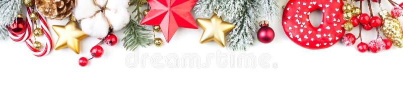 Kleurrijke die Kerstmisgrens met Kerstmisdecor op witte achtergrond wordt geïsoleerd De samenstelling van Kerstmis Kerstmis, de w royalty-vrije stock afbeeldingen
