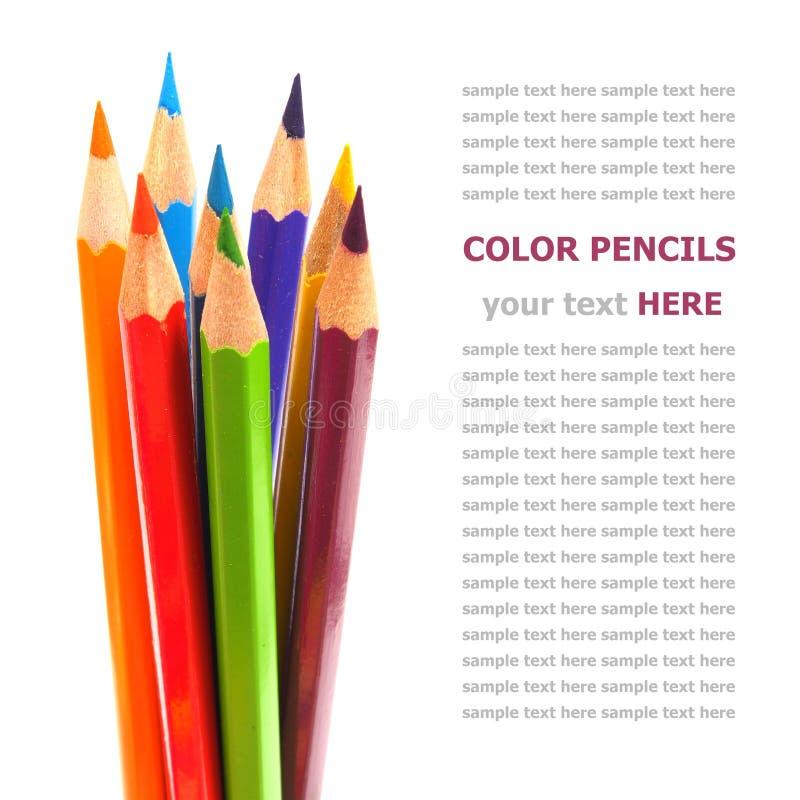 Kleurrijke die kleurpotloden op wit worden geïsoleerd stock afbeeldingen