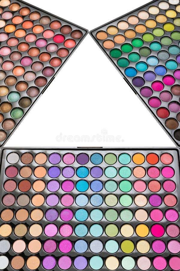 Kleurrijke die oogschaduwpaletten op een witte achtergrond worden geïsoleerd De paletten van de samenstellingsoogschaduw in vorm  stock fotografie