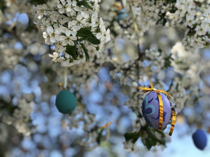 Kleurrijke die paaseieren op een boom worden gehangen stock foto