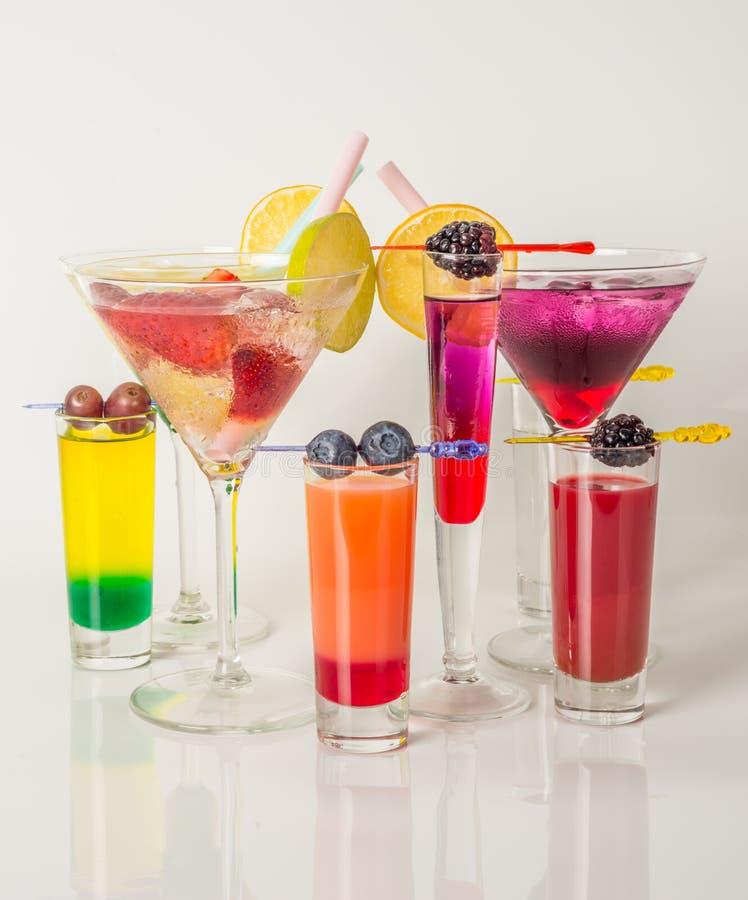 Kleurrijke die reeks dranken, kleurendrank met fruit, kleur wordt verfraaid royalty-vrije stock foto's