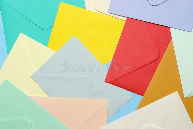 Kleurrijke document enveloppen royalty-vrije stock fotografie