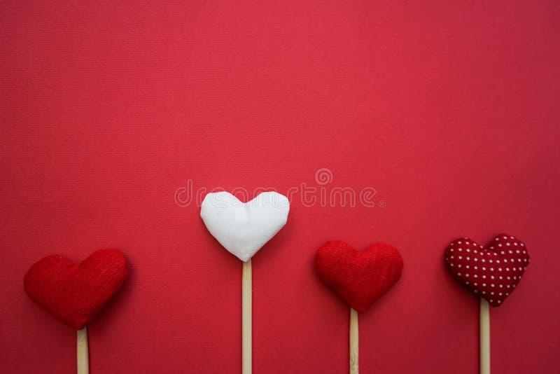 Kleurrijke document harten online als gift voor de Dag van Valentine ` s stock afbeelding