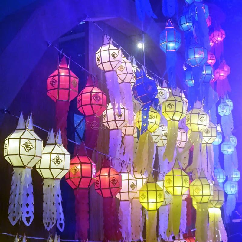 Kleurrijke document lantaarns, Lanna Northern Thailand-ontwerpstijl royalty-vrije stock afbeeldingen