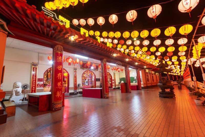 Kleurrijke document lantaarnsdecoratie tijdens Chinees nieuw jaar in Puu Jih Shih Temple Sandakan royalty-vrije stock afbeelding