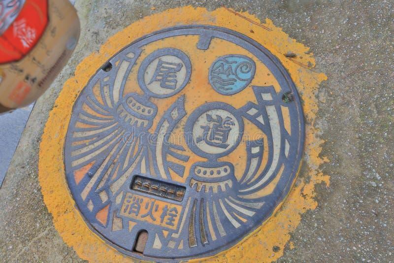 kleurrijke drainagedekking in Onomichi, Japan stock afbeeldingen