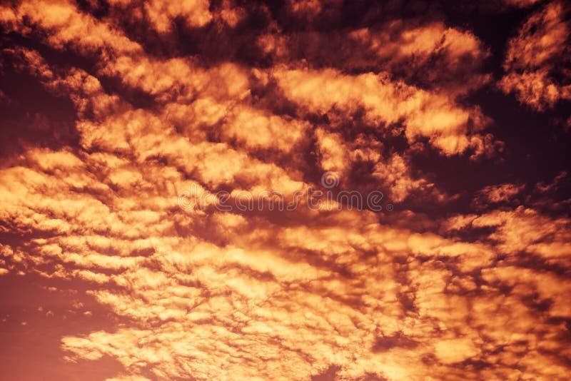 Kleurrijke dramatische hemel royalty-vrije stock fotografie