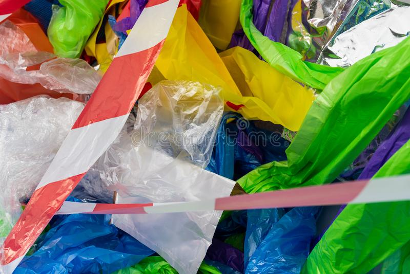 Kleurrijke en giftige heldere die pakketten van schadelijk plastiek worden gemaakt royalty-vrije stock foto's