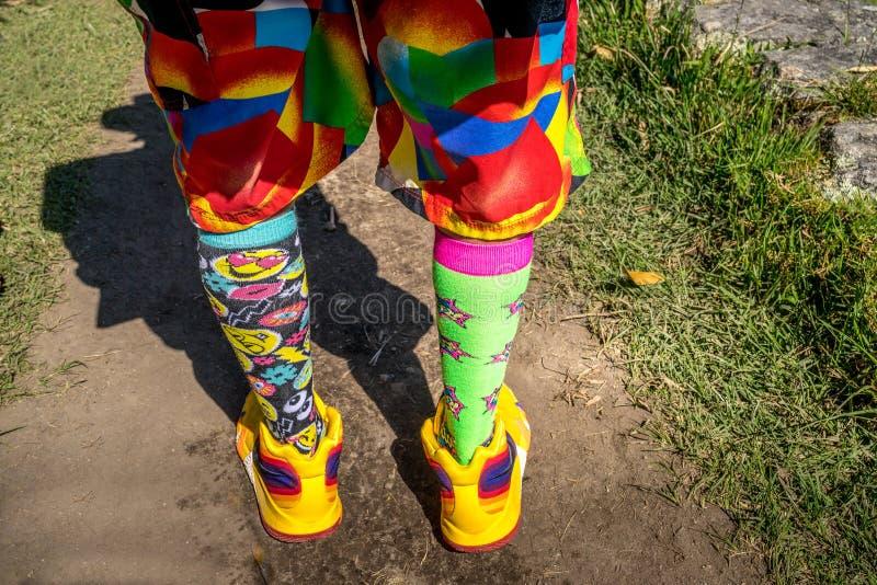 Kleurrijke en veelkleurige footwears stock afbeeldingen