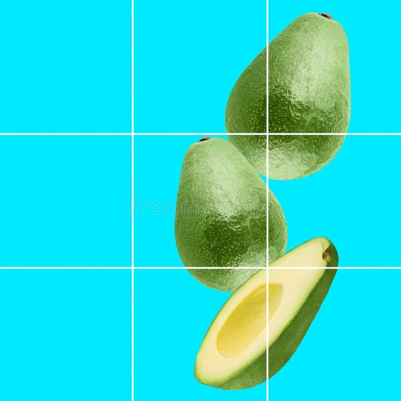 Kleurrijke fruitachtergrond van vers geheel en plakkenavocado stock foto
