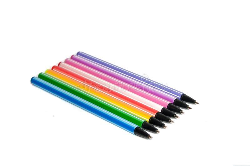 Kleurrijke geïsoleerde pennen of tellers stock afbeelding