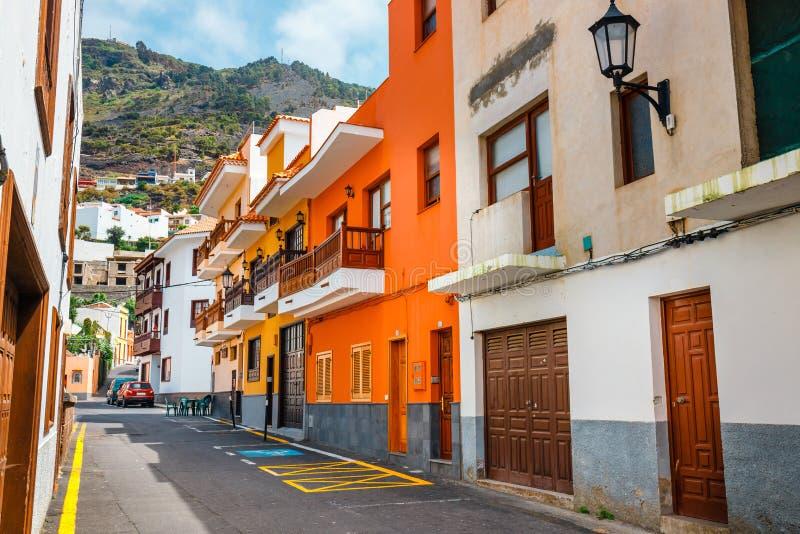 Kleurrijke gebouwen op de straten van Garachico, Tenerife, Spanje stock afbeeldingen