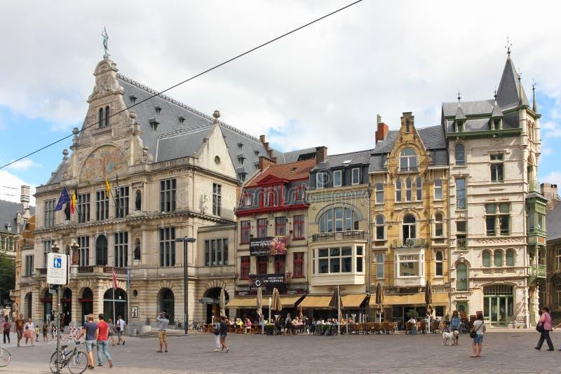 Kleurrijke gebouwen in sint-Baafsplein gent belgië royalty-vrije stock foto