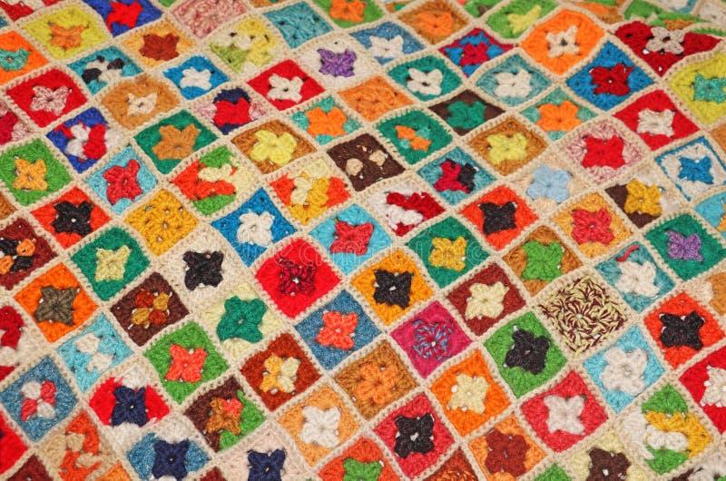Kleurrijke gebreide deken stock foto's