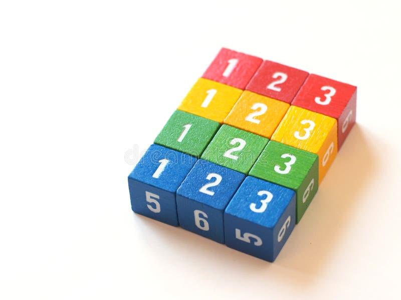 Kleurrijke genummerde blokken voor het leren (ii) royalty-vrije stock afbeeldingen