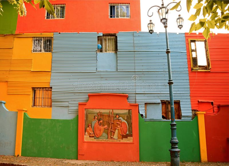 Kleurrijke Geschilderde Buitenkant van de Huizen in La Boca Neighborhood, Buenos aires, Argentinië, Zuid-Amerika stock afbeelding