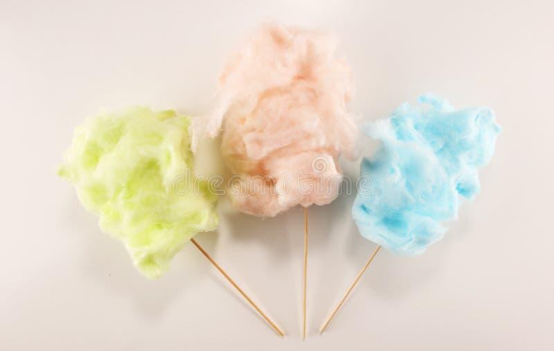 Kleurrijke gesponnen suikerzijde zoet partijvoedsel in roze en groen royalty-vrije stock foto