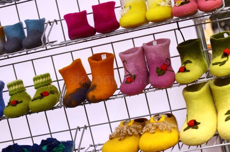Kleurrijke gevoelde laarzen royalty-vrije stock foto's