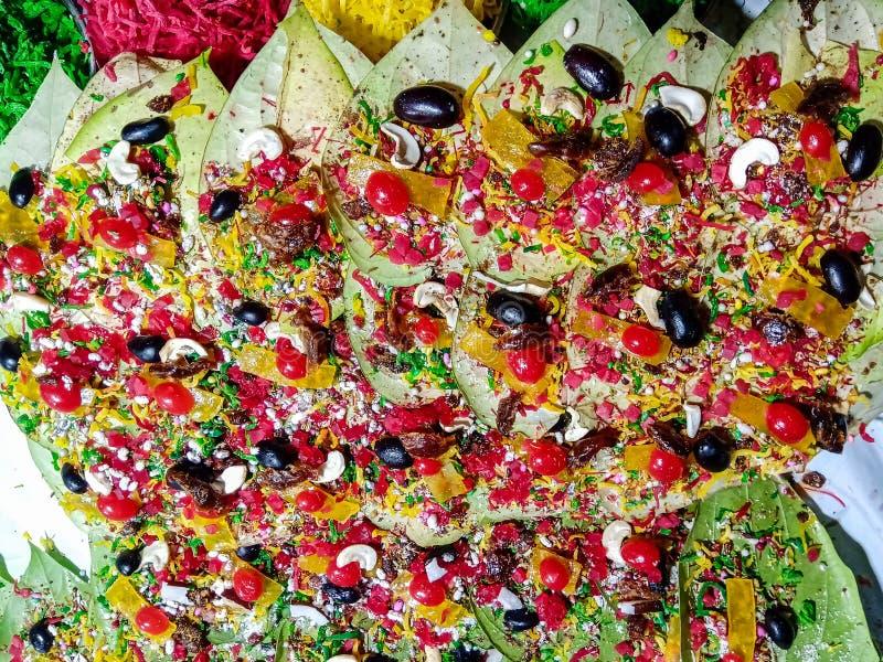 Kleurrijke groene die petelbladeren formeel als paan mithha worden bekend royalty-vrije stock afbeeldingen
