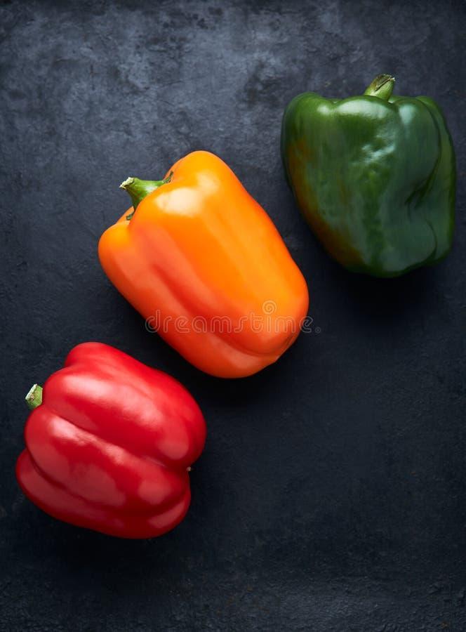Kleurrijke groene, gele, en Spaanse peperspaprika royalty-vrije stock fotografie