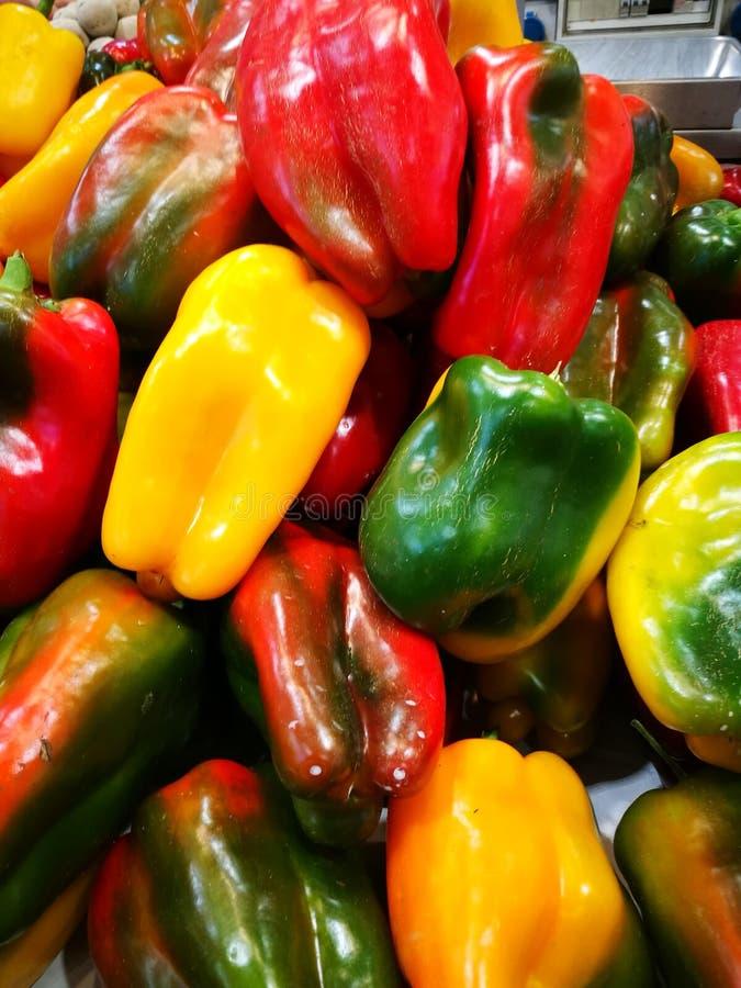 Kleurrijke groene paprika's royalty-vrije stock foto