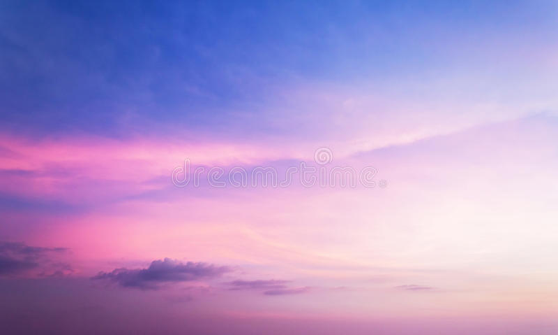Kleurrijke hemel na de zonsondergang royalty-vrije stock fotografie